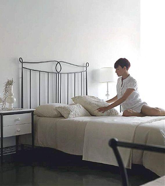 Κρεβάτι μεταλλικό Jayso Nieves-Nieves 140