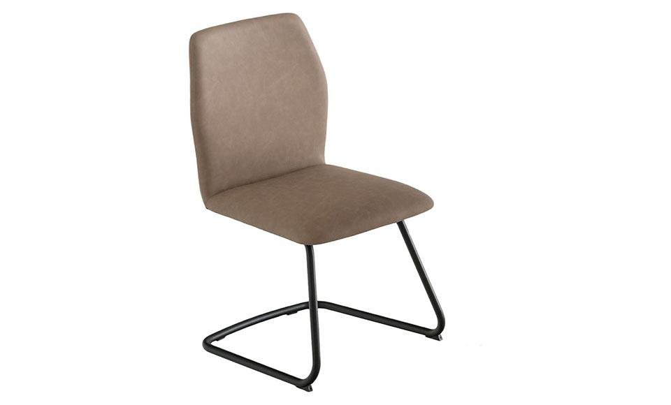 Μπεζκαρέκλα κουζίνας Hexa CB1935-Vμε μεταλλικό σκελετό και ένα μονοκόμματο κάθισμα με επένδυση δερμάτινηκαι ελαφρώς εξαγωνικό σχήμα του καθίσματος της εταιρείας Connubia Calligari
